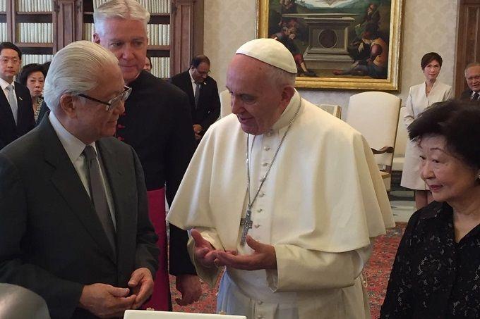 pope_francis_meets_president_tony_tan_keng_yam_at_the_vatican_may_28_2016_credit_mary_shovlain_cna
