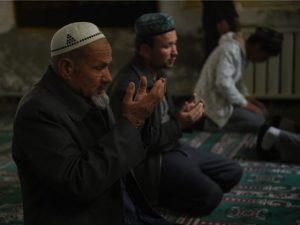 Uighur-men-praying-at-mosque-AFP-640x480
